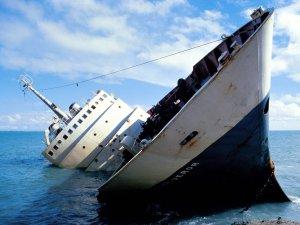 bateau-qui-coule